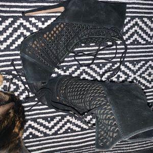 Steve Madden tie up heels Size 6!!!